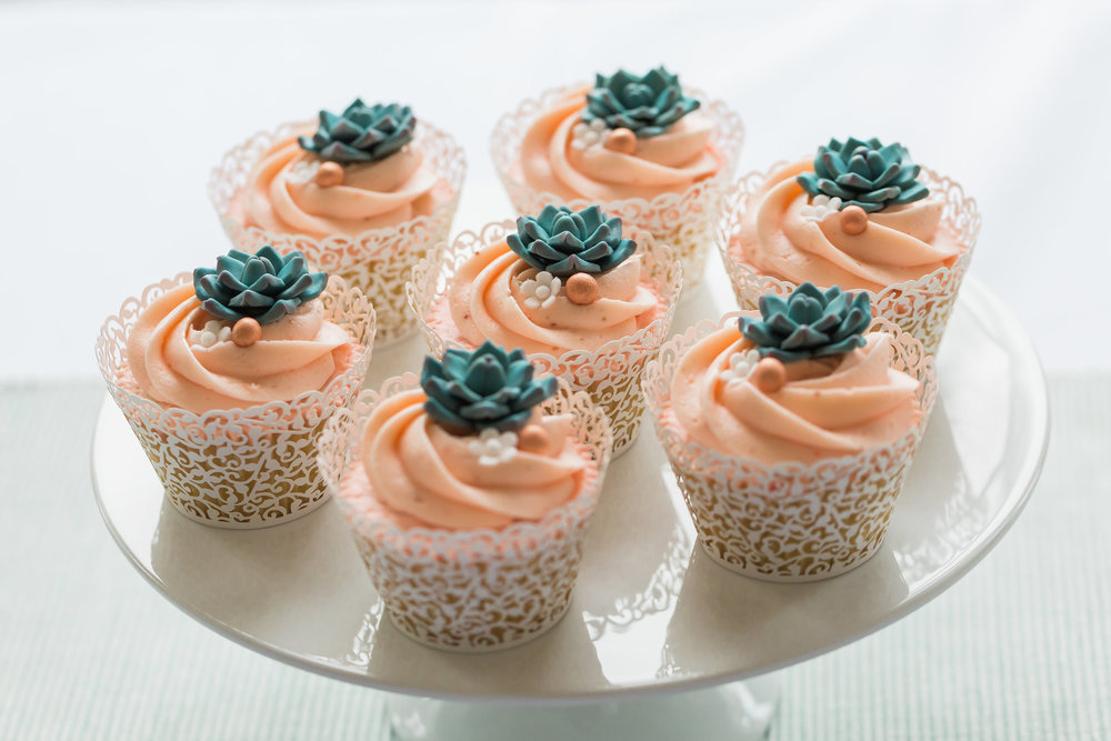pretty-wedding-cupckaes.jpg