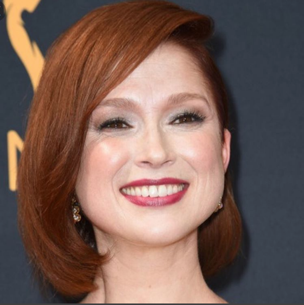 How To Copy Cool Comedienne Ellie Kemper S Glamorous Emmys