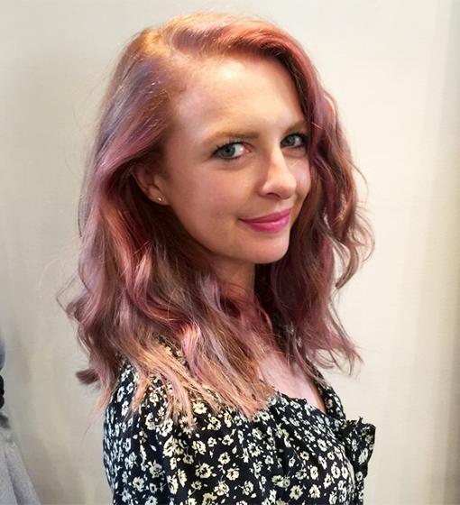 pinkhair-overshoulder
