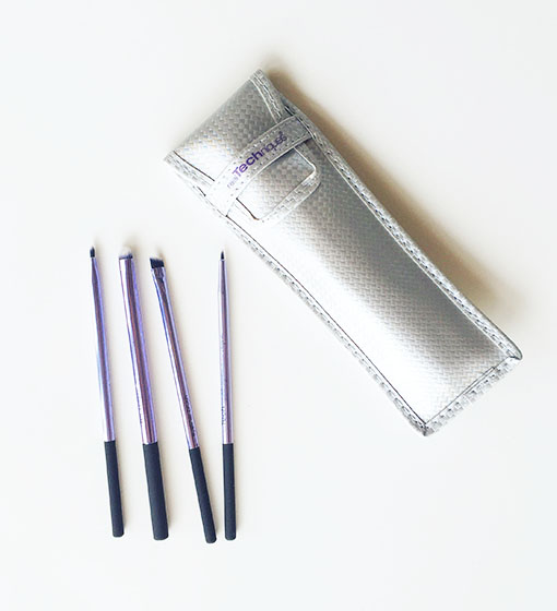 real-techniques-eyeliner-brush-2