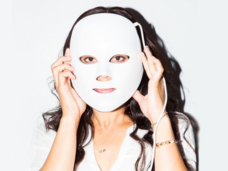 shani-darden-deesse-led-skincare-mask-800x600.jpg