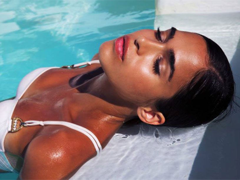 st-tropez-tan-bikini-model-pool-800x600_2016_12.jpg