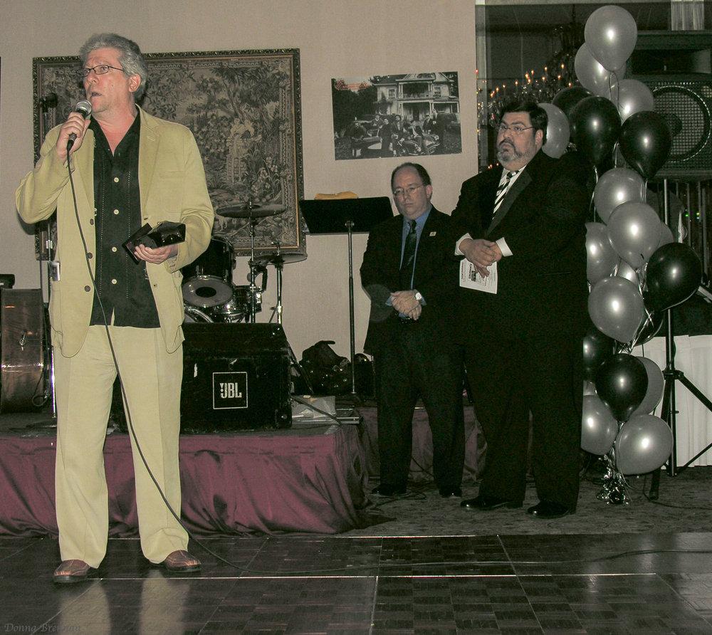 Peter Riegert w award in hand 2.jpg