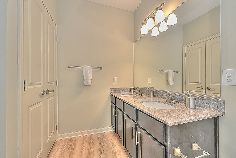 018_Master Bathroom.jpg