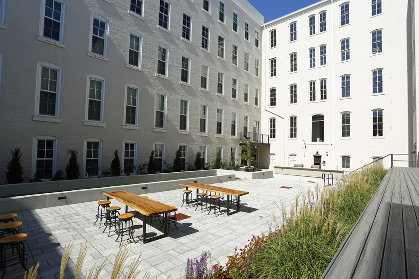 american-tobacco-apartments-old-bullnoell-durham-nc-courtyard.jpg