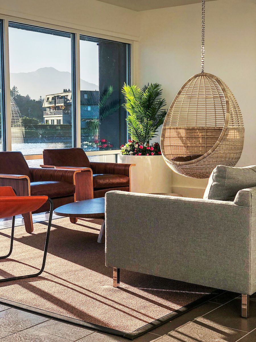 The new Sunset Lounge at The Cove at Tiburon offers a quiet place to relax and curl up with a good book. The space also contains a full kitchen and can be rented by residents for private events.