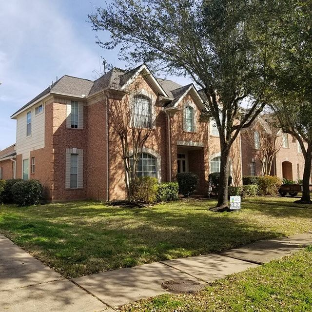 Landmark AR WeatherWood shingles on this beautiful Sugar Land Home! #asoroofing #houstonrealestate #sugarlandhomes #sugarlandrealtor #sugarlandrealestate