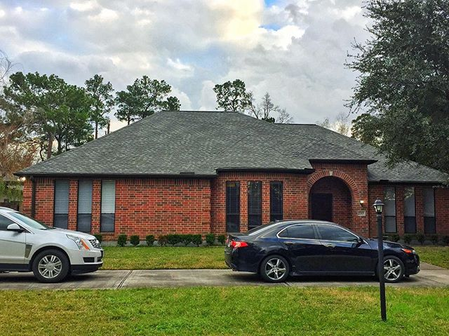 👌🏽Certified GAF HD Slate Roof on this amazing home. We work with homeowners, realtors, insurance agents, and investors! Contact us for all your roofing needs #gafcertified #houstonrealestate #houstonrealtor #sugarlandrealestate #missouricityrealestate