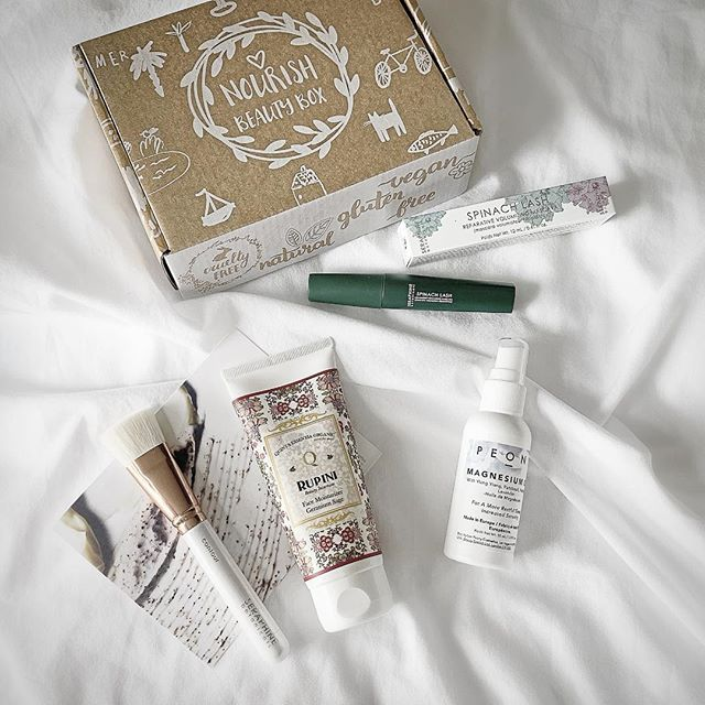 Let me tell you glow diggers...I'm completely OBSESSED with @nourishbeautybox! 🎁 Have you guys heard of this monthly subscription box? It's totally up my alley... all natural & healthy beauty products shipped to you in a cute little box once a month...but not just some little trial sizes...you get the full size product for half the cost! 🤗 It's a no brainer if you're a lover of natural beauty products & want to try new products constantly. - Nourish Beauty Box was nice enough to gift me with their November box and it had some goodies in it! I'm loving the @peonycosmetics_ magnesium oil since magnesium deficiencies are very common it's an easy way to help ease anxiety, encourage a more restful sleep & promote smoother skin by restoring magnesium levels in your body. Love it! Beauty from the inside out is what it's all about for me! 🌱❤️ - Or how about this @seraphinebotanicals Spinach Lash Mascara?! You can actually wear mascara on the daily that will benefit your lashes & not destroy them! 🙌🏻 This formula is all clean & includes spinach leaf extract as well as Vitamin E for nourishing benefits. - If you want to try any of these and many more check out @nourishbeautybox 😘 I'm hooked & I'm sure you will be too!