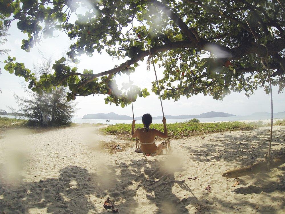 tropical-beach-1149937_1920.jpg