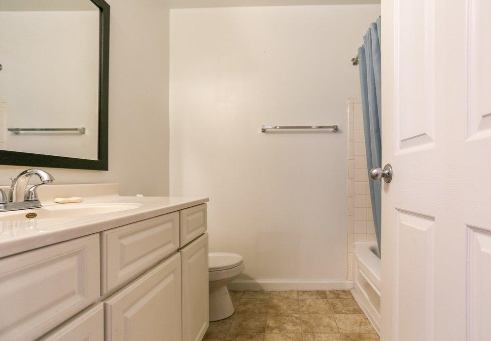 buckridge-at-southport-indianapolis-bathroom.jpg