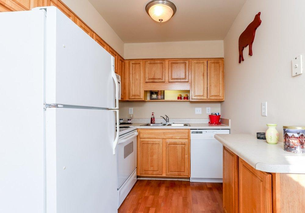 buckridge-at-southport-indianapolis-kitchen shot.jpg