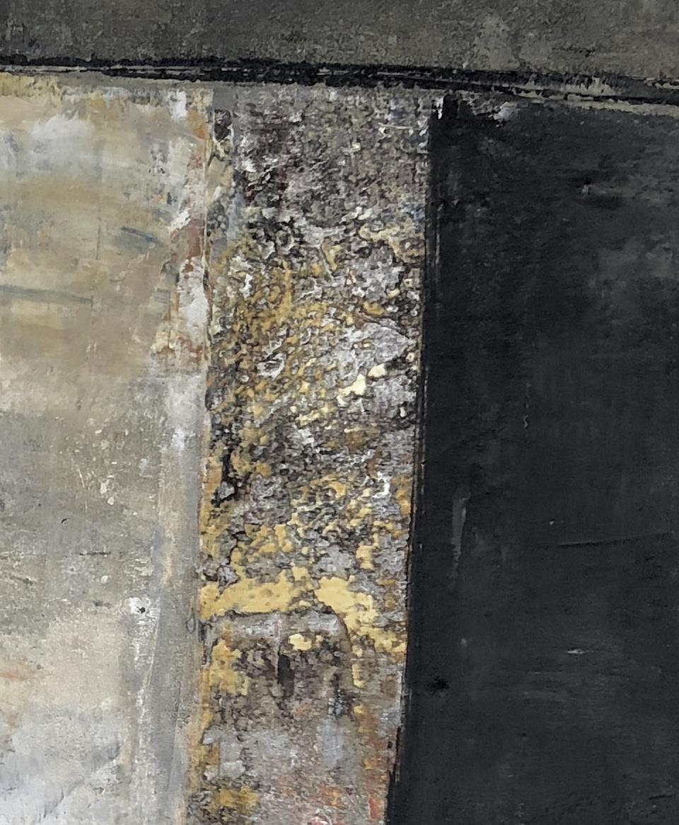 adobe y negro (iv)  - closeup of exposed element