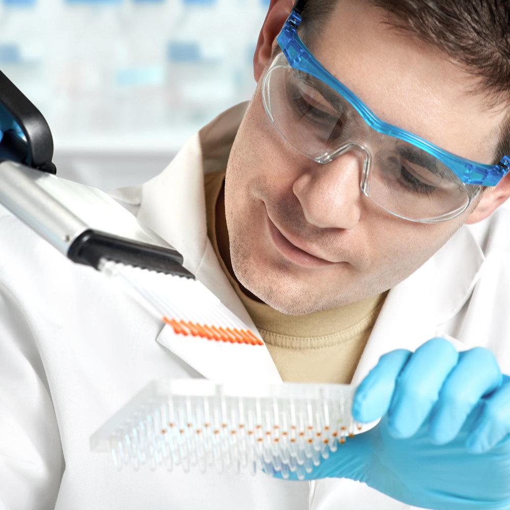 technicien-laboratoire-genetique-genomique