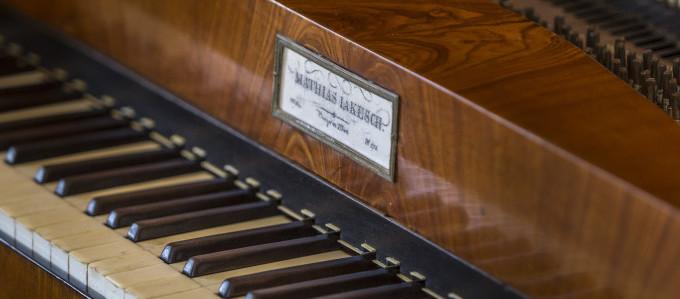 PIANO CINI