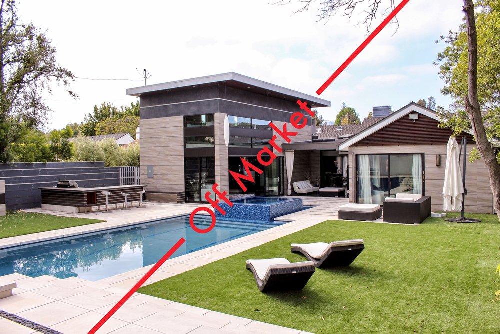 Villa à Brentwood - Villa à Brentwood$4,800,000 - Single Family Home.Résidence privée moderne exceptionnelle.4 Chbr   5 Sdb   4,200 Sq.Ft. (390 m2)contact@fromparistola.net+1 424 231 0870   +33 1 70 77 24 14