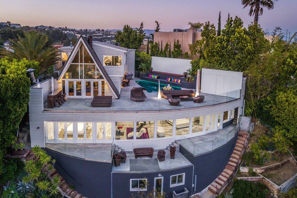 Hollywood Hills - $8,000/semaine.Maison incroyable avec vue panoramique sur Los Angeles.3 Chbr | 4 Sdb | 2,910 Sq.Ft. (270 m2)