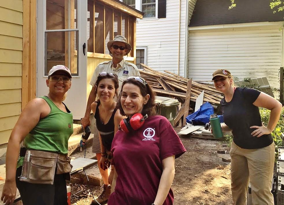 Orthodox volunteers help in rebuilding
