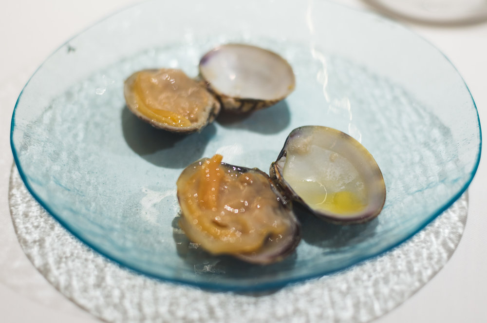 Clam glazed with lemon