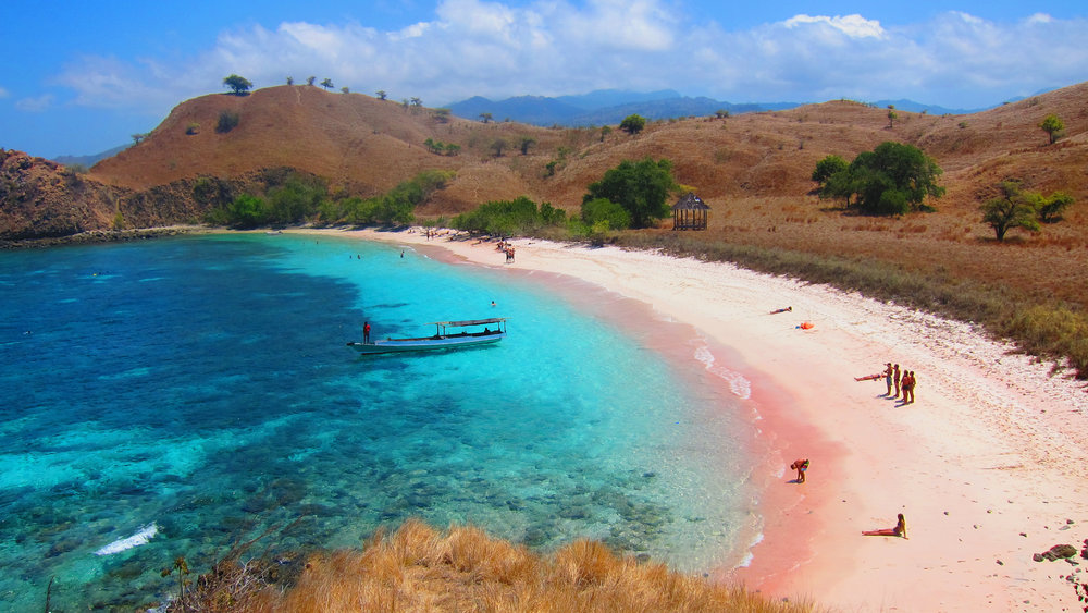 pink-sand-beach-komodo-island.jpg
