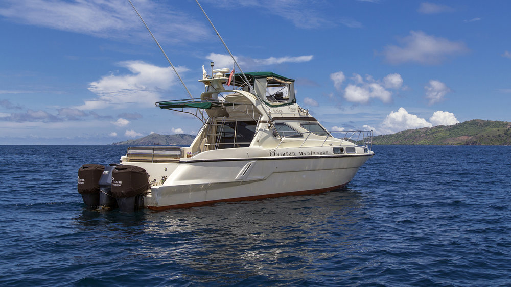 Plataran_Menjangan _Yacht_Daily_Trip_Flores2.jpg