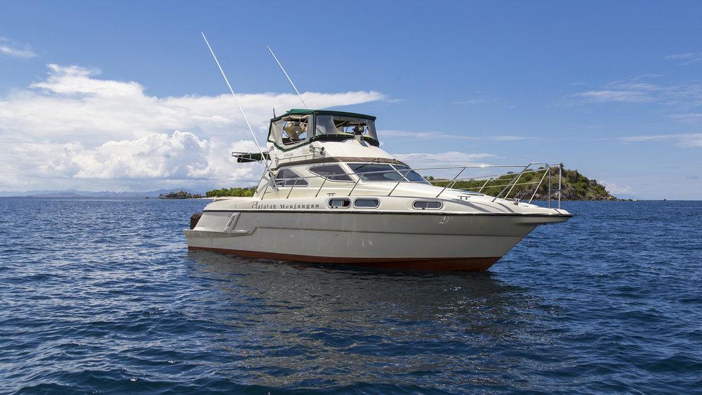 Plataran_Menjangan _Yacht_Daily_Trip_Flores1.jpg