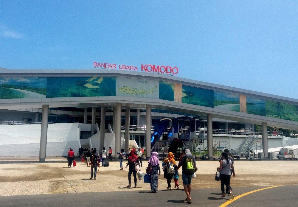 Bandara-Komodo.jpg