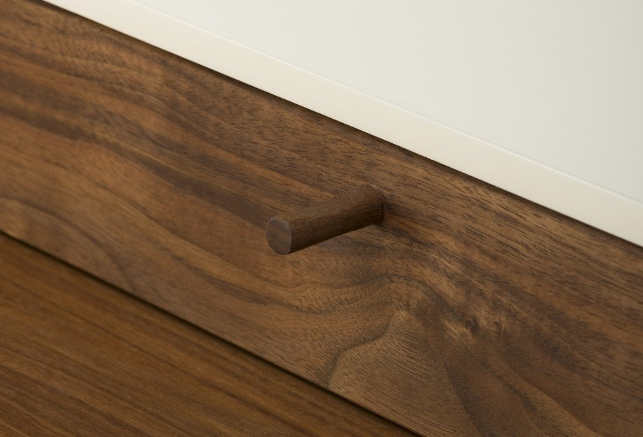 Harold_Desk_by_Nichetto_in_walnut_drawer_detailweb_920x625.jpg