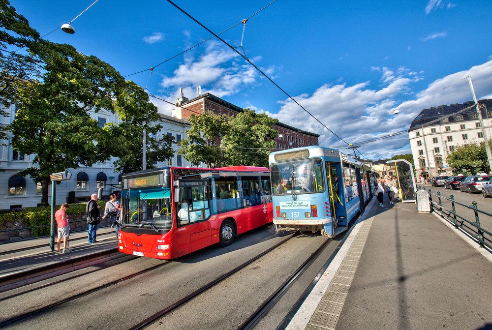 Mobilitet - Kort avstand til et av byens aller beste kollektivtilbud med buss, trikk, T-bane og tog - flytog på Nationaltheatret stasjon.