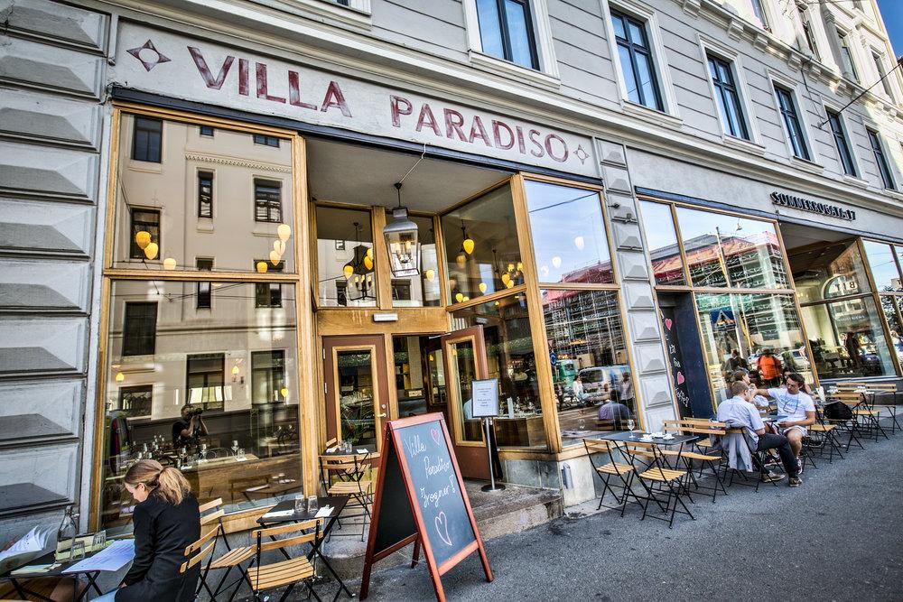 Nabolaget - Nabolaget byr på et rikt utvalg av populære kaféer, interiørforretninger og trendy klesbutikker. Bygdøy allé og Frognerveien er kjent for sine eksklusive butikker og spesialforretninger.