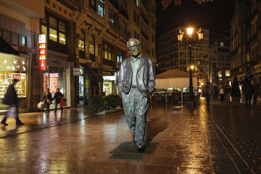 Qué ver en Oviedo - Estatua de Woody Allen. Foto: Turismo de Asturias - Adolfo Suárez.