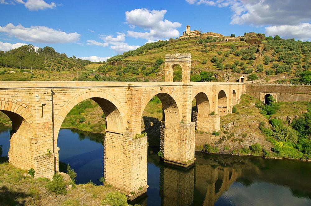 Los 10 puentes más bonitos de España - Puente de Alcántara (Cáceres) | Foto:  Lianem | Dreamstime.com