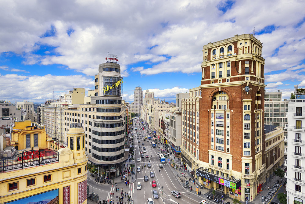 Qué hacer en Madrid - Recorrer la Gran Vía   Foto:  Sean Pavone   Dreamstime.com