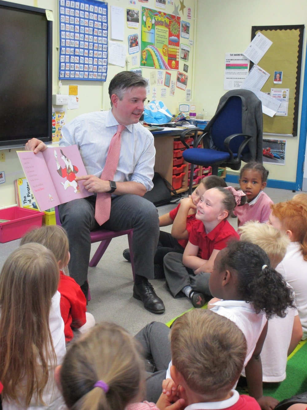 Jon reading to a Year 1 class at Rolleston Primary before donating books from Booktrust to the school - Friday May 11 2018