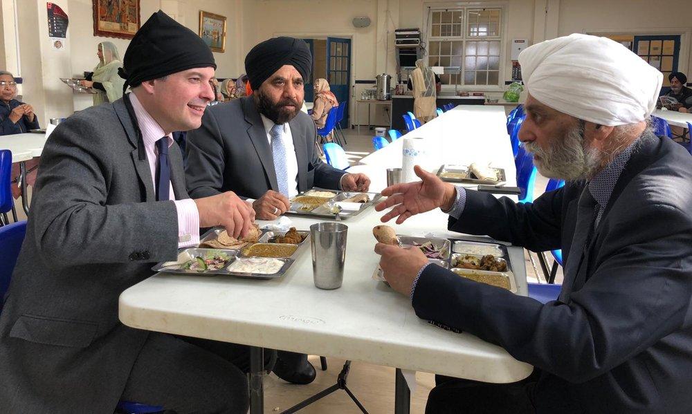 Jon Ashworth enjoying Langar with Councillor Gugnani at Guru Amardas Gurdwara after launching a food drive in celebration of the birthday of the Sikh's first Guru - Friday October 19 2018