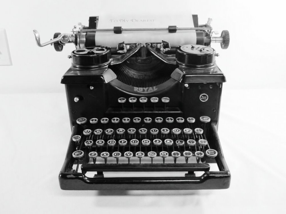 Royal Typewriter - Description ~vintage typewriter makes the perfect accent to a table for notes, the guest book or memories.Quantity ~ 1Price ~ $25