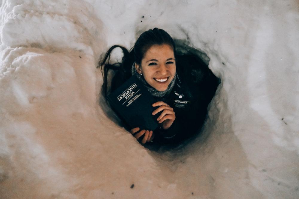 sisar hooser in a hole