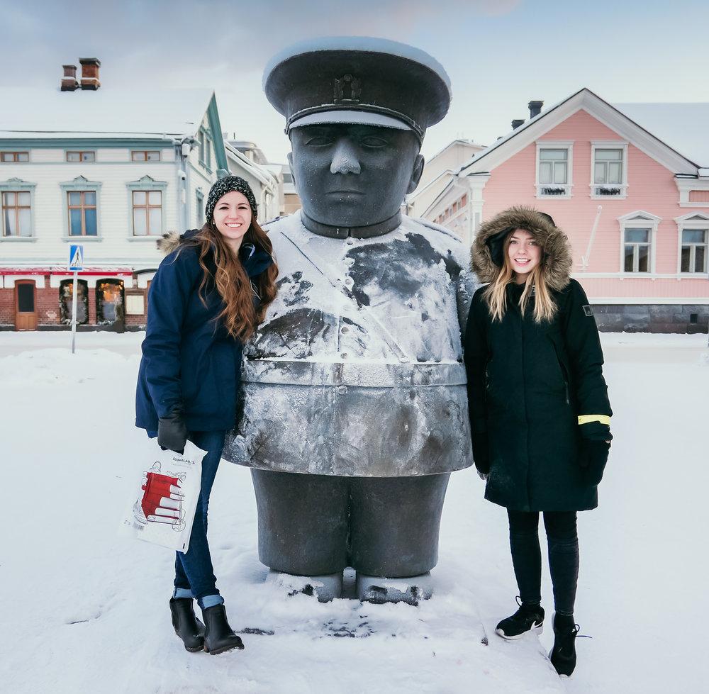toripolliisi Statue in oulus market square