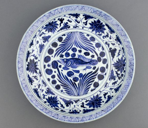 Yuan_Dynasty,_porcelain_dish,_mid_14th_century.jpg