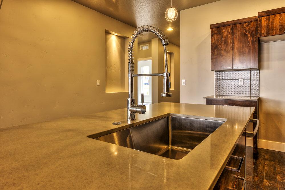 002_kitchen.jpg