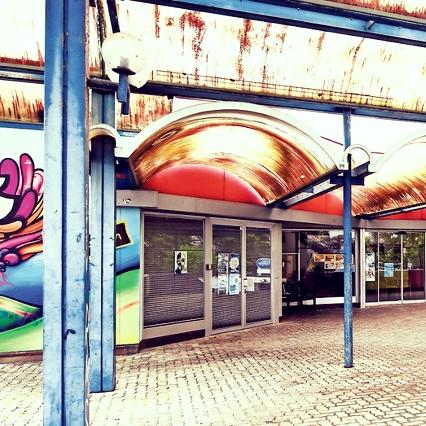 Sonnhalden-Treff - Mittwoch 14.00 - 17.00 Uhrim Jugendraum BZ SonnhaldeFür Kinder & Jugendliche zwischen 10 und 16 JahrenWir haben auch einen attraktiven Jugendraum im Quartier der Sonnhalde!Es steht ein Billardtisch, ein Ping-Pong-Tisch, Dartscheibe,Sofas, Musik etc. zur Verfügung.