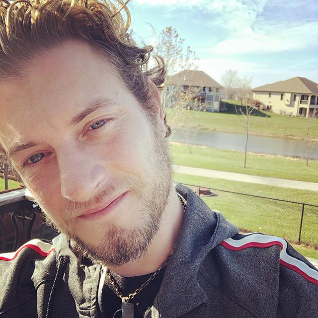 Enjoying the sun and mild weather here in Des Moines before heading to Hastings... gratitude list for this morning complete. On to choreography!!!