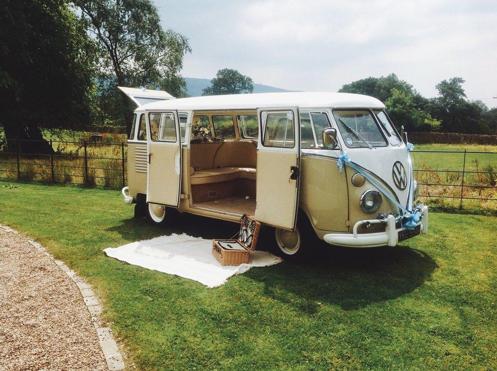 Olá! I'm  Arthur , a 1962 VW camper van from Brazil. Va va vroom!