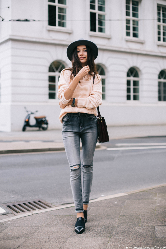 Forever-21-ripped-knee-jeans-patent-black-loafers-pale-pink-chunky-sweater-outfit