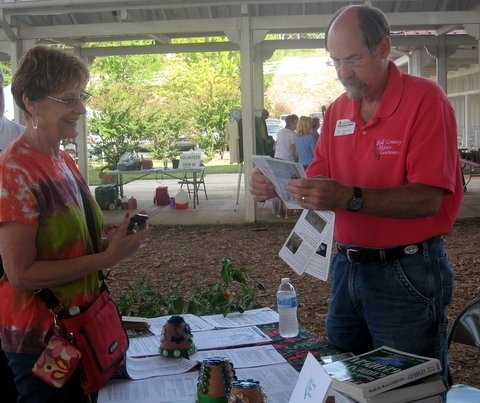 Lynda getting id for plant, shopping at Expo