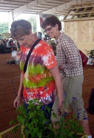 Lynda with Sandy Bingham at Expo