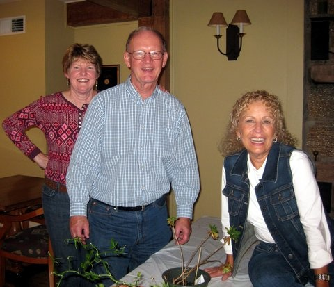 Debbie & Anita swapping plant stories with John