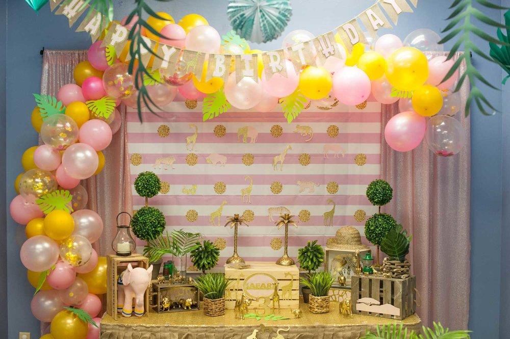 Weekday Party - Up to 15 children (add'l $15/child)2 pizzas & 15 drinks (for kids)Inc'l DecorationsBubbles and Lights Dance PartyTotal of 2 hoursWeekday: $349 (6pm)Click for more info…