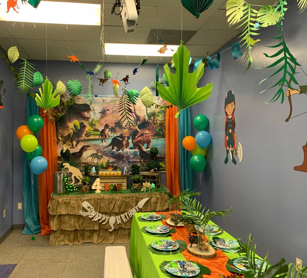 dinosaur-themed-birthday-party.jpg