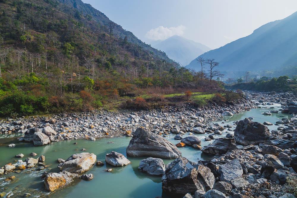 annapurna circuit trekking   marshyangdi river   besisahar to chame   part 1   laidback trip